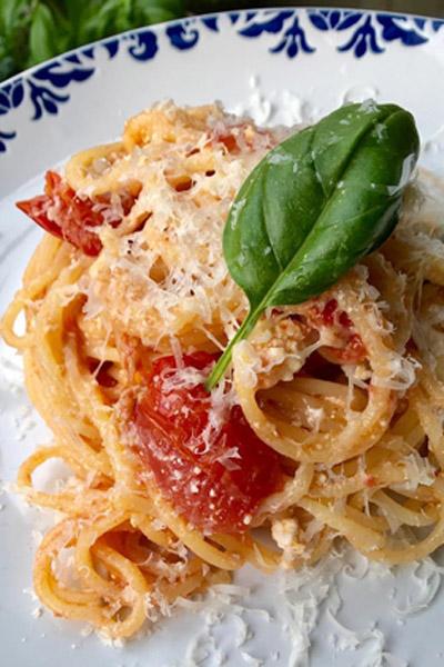 Spaghetti with Tomato, Basil & Ricotta