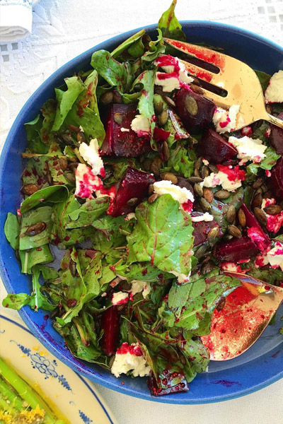 Rocket salad with roasted beetroot and goats cheese